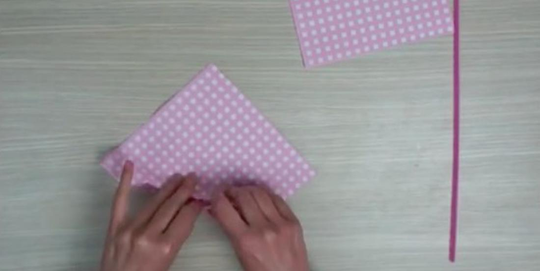 By folding paper towels, you can decorate your table in a very charming way!