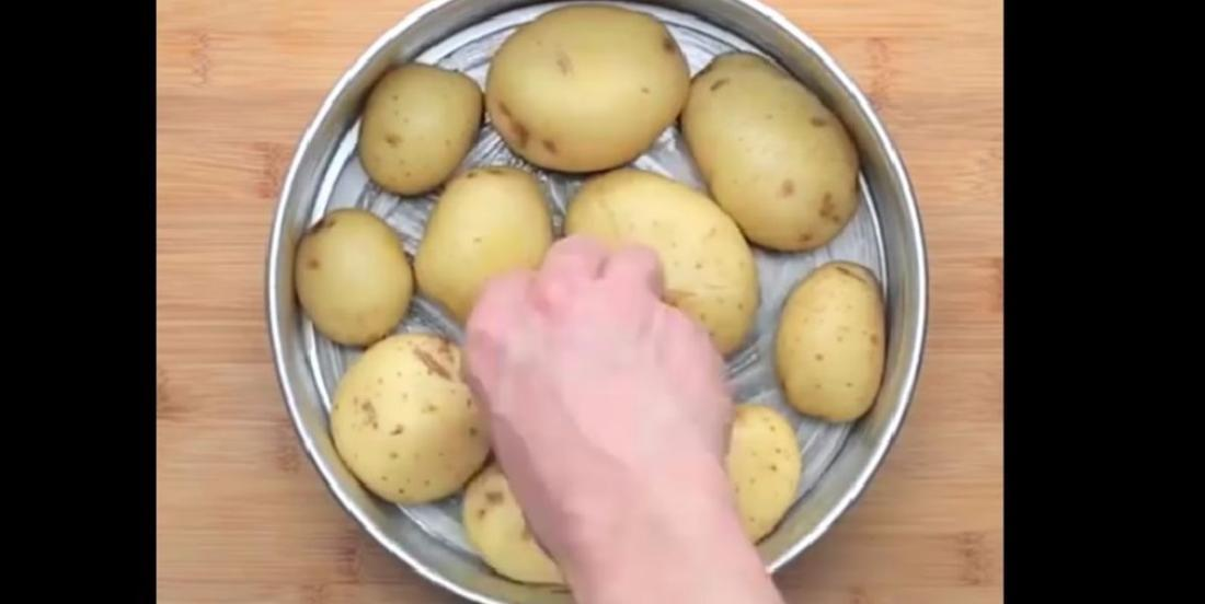 He boils potatoes, then he puts them in a cake pan ... His recipe is original and tasty!