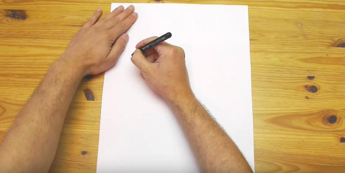 Holding a pencil with one hand and turning the paper with the other hand, he teaches us a technique that we should all know!