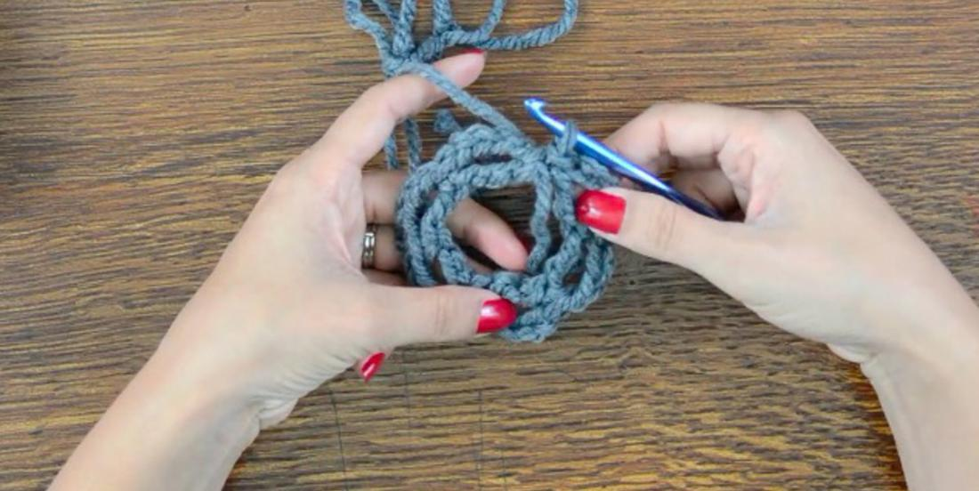 With basic knit skills, she realizes a very funny gadget! Everybody will want one when seeing it!