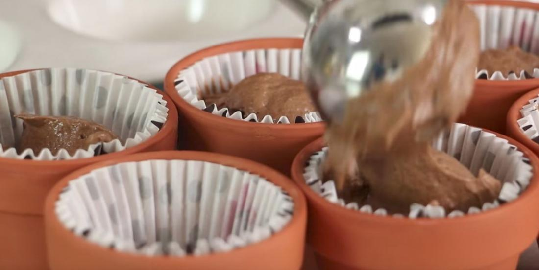 She uses clay pots to cook her cupcakes!