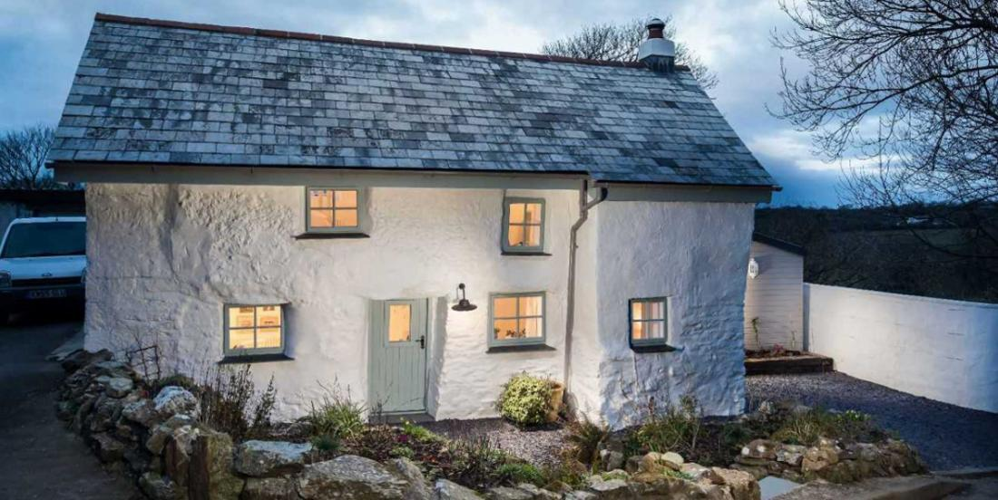 The amazing interior of this 338-year-old house never ceases to surprise its visitors!
