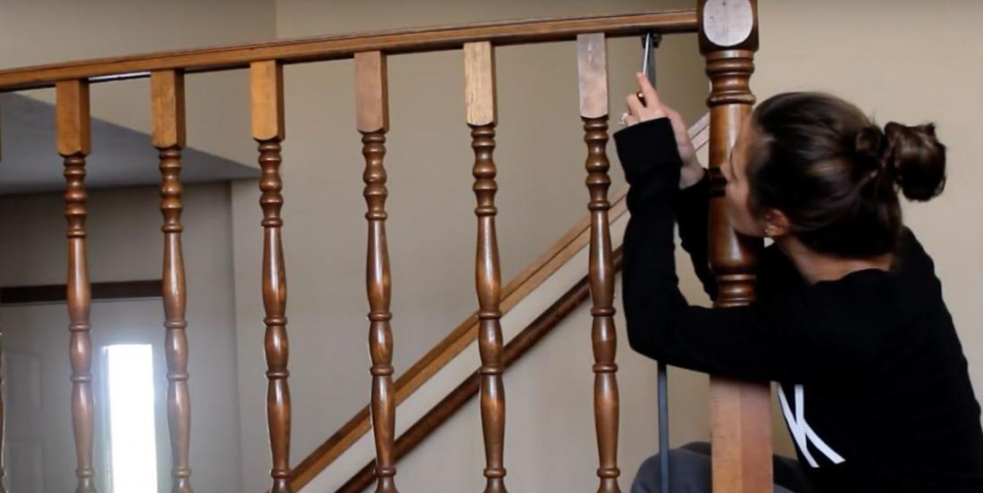 With $33 of materials, she transforms her old-fashioned balustrade into a modern ramp!