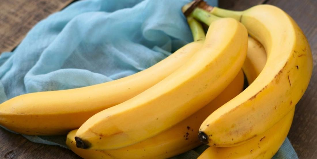 Keep fruit flies away and prevent your bananas from turning black with this amazing trick!