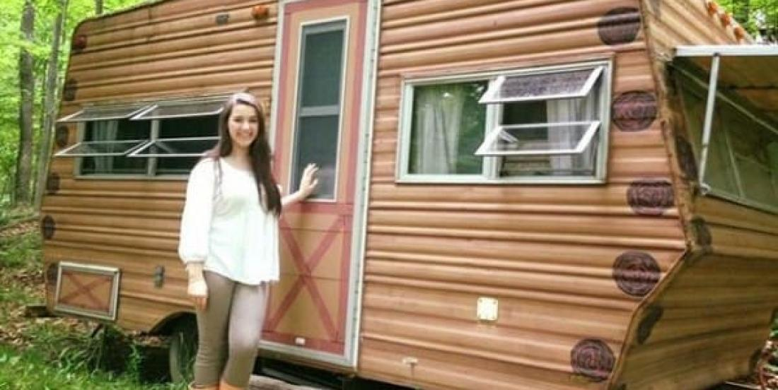See how this 14 year old girl transformed the interior of this old trailer.