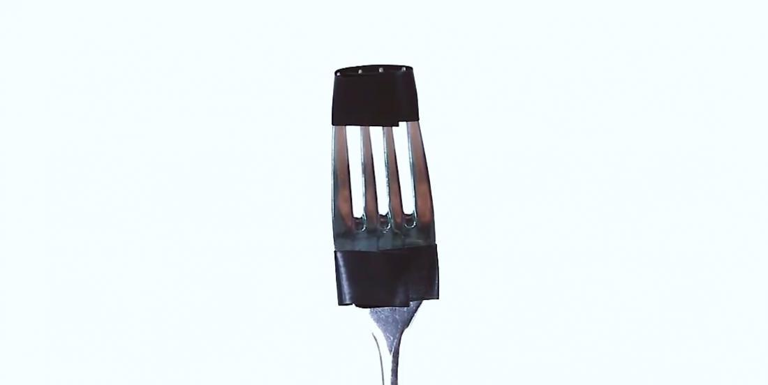 By sticking 2 pieces of tape on a fork, he solves a problem we all have!