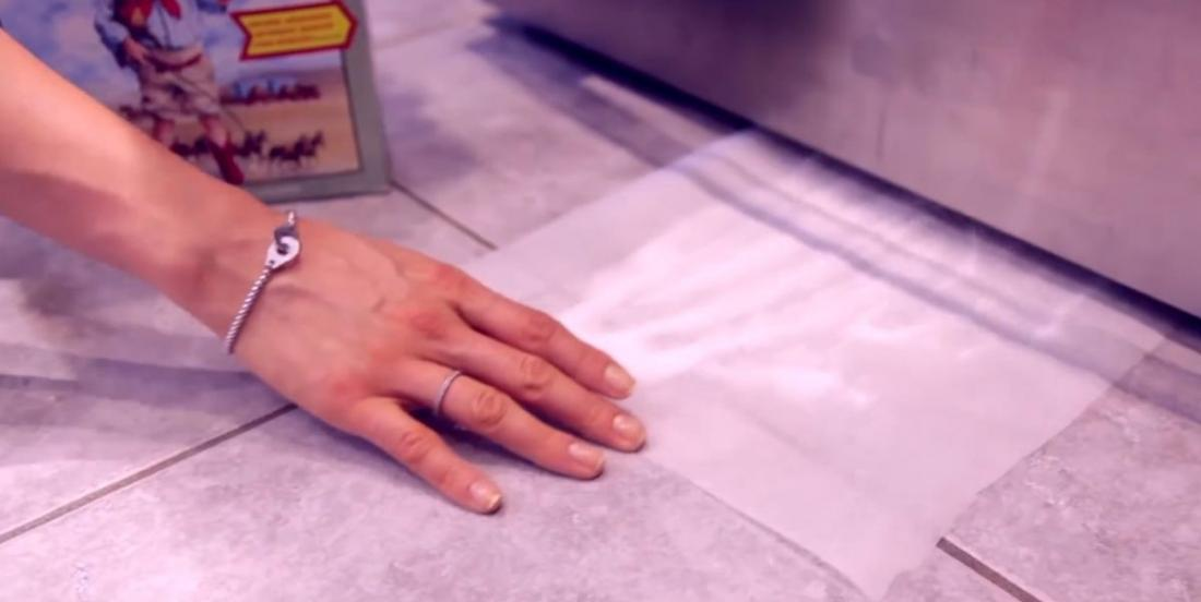 She puts a sheet under her fridge. When she withdraws it, she couldn't believe her eyes!