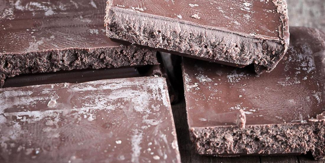 Your chocolate turns white or gray ... Should you throw it away or eat it?