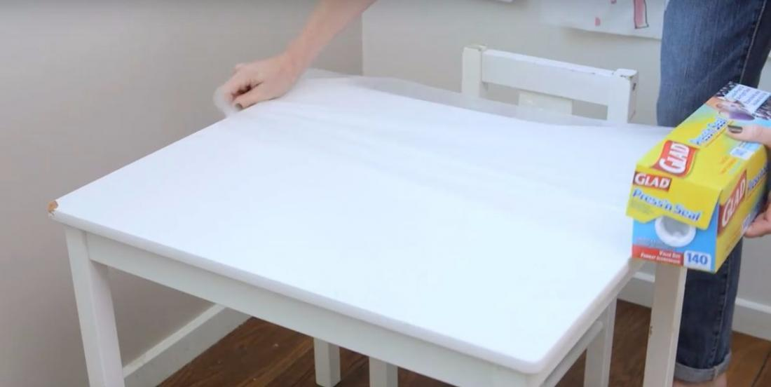 Have you ever thought of covering your table with plastic wrap? You should as it is a brilliant idea!