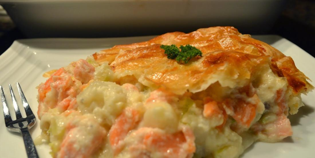 It only takes a few minutes to prepare this impressive salmon pie!