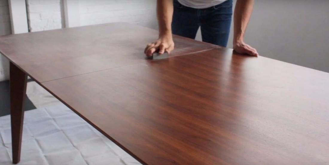 When he received his new table, he hurries to sand it. Even if it's surprising, it's a damn good idea!