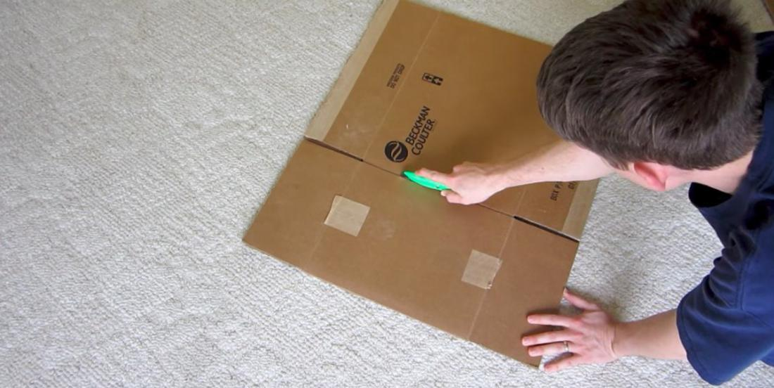 He gets a box and teaches us how to make an accessory that will be useful every day for a household task!