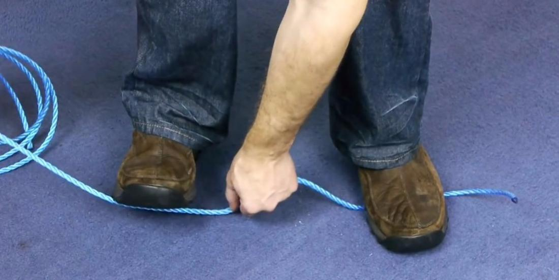 He cuts a rope in 10 seconds without scissors or knife!