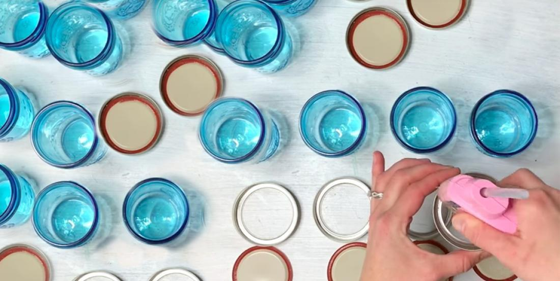 She sticks Mason jars and solves a problem she had for a long time in her kitchen ...