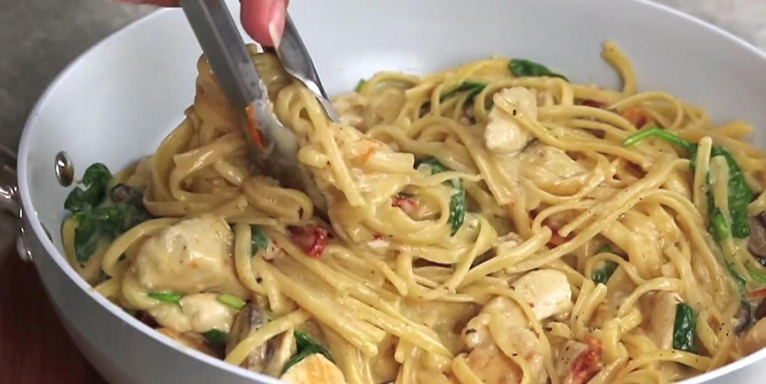 Florentine Chicken Linguine: Creamy pasta with tomatoes and mushrooms, there's nothing better!