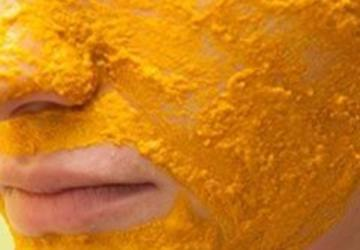 She covers her face with this amazing paste and after 20 minutes, the results are simply amazing!