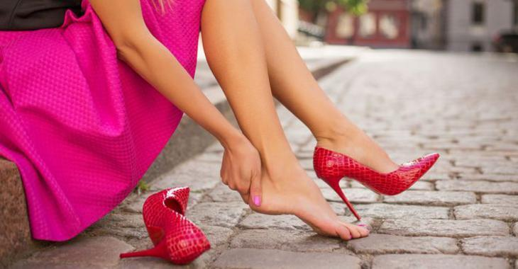 4 tips to enlarge your shoes too small
