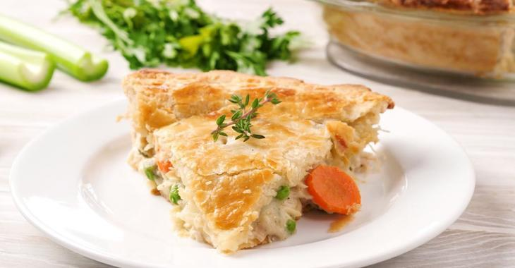 We cook it, we eat it right away or we freeze it ... this creamy chicken pie is a must have!